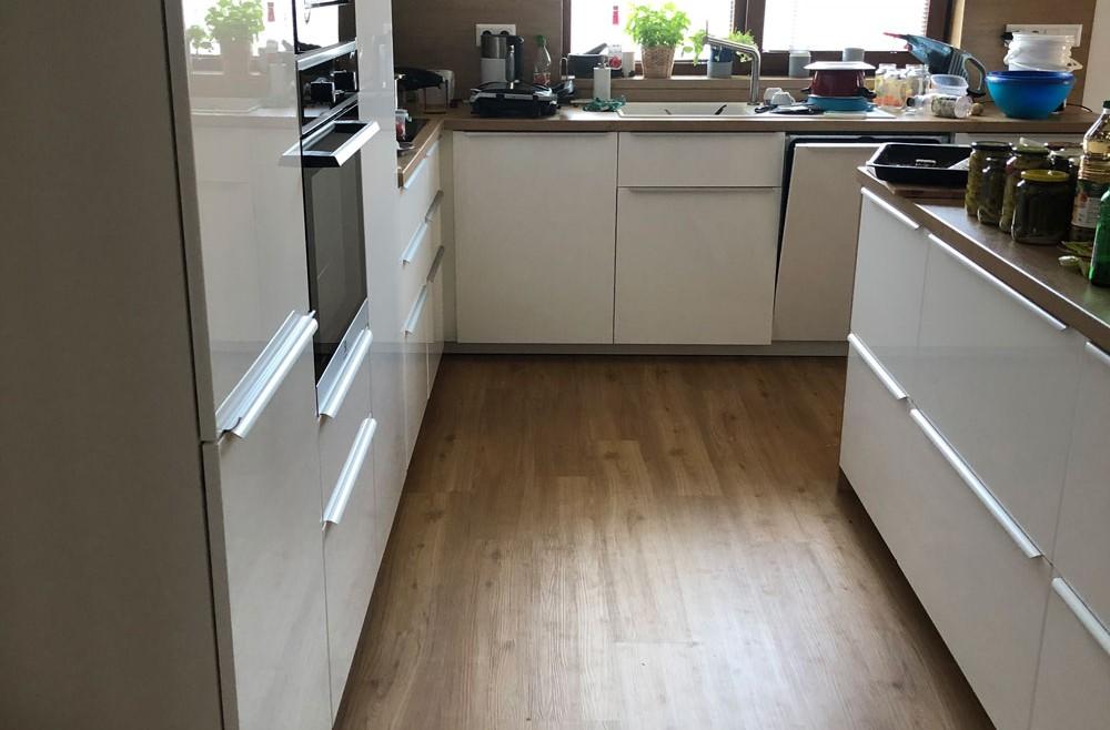 Kuchyňa na mieru parkety celoplošne lepený vinyl Tilo