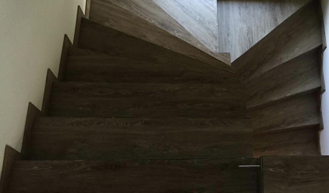 Blatné schody vinylové parkety