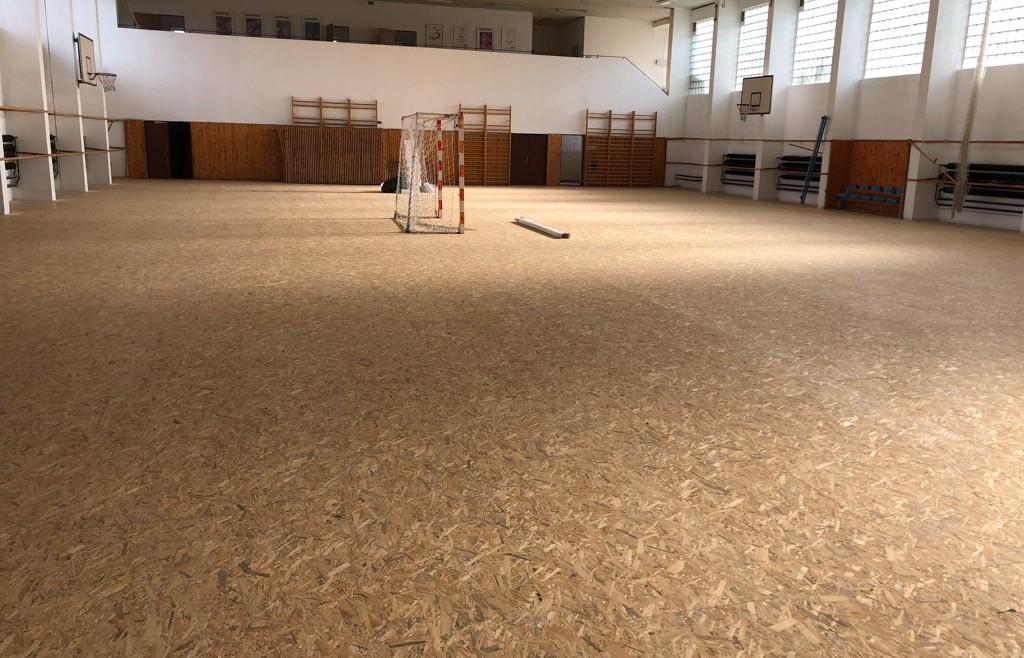 Telocvičňa ZŠ Bernolákovo montáž záklopu Osb dosiek pre PVC podlahu