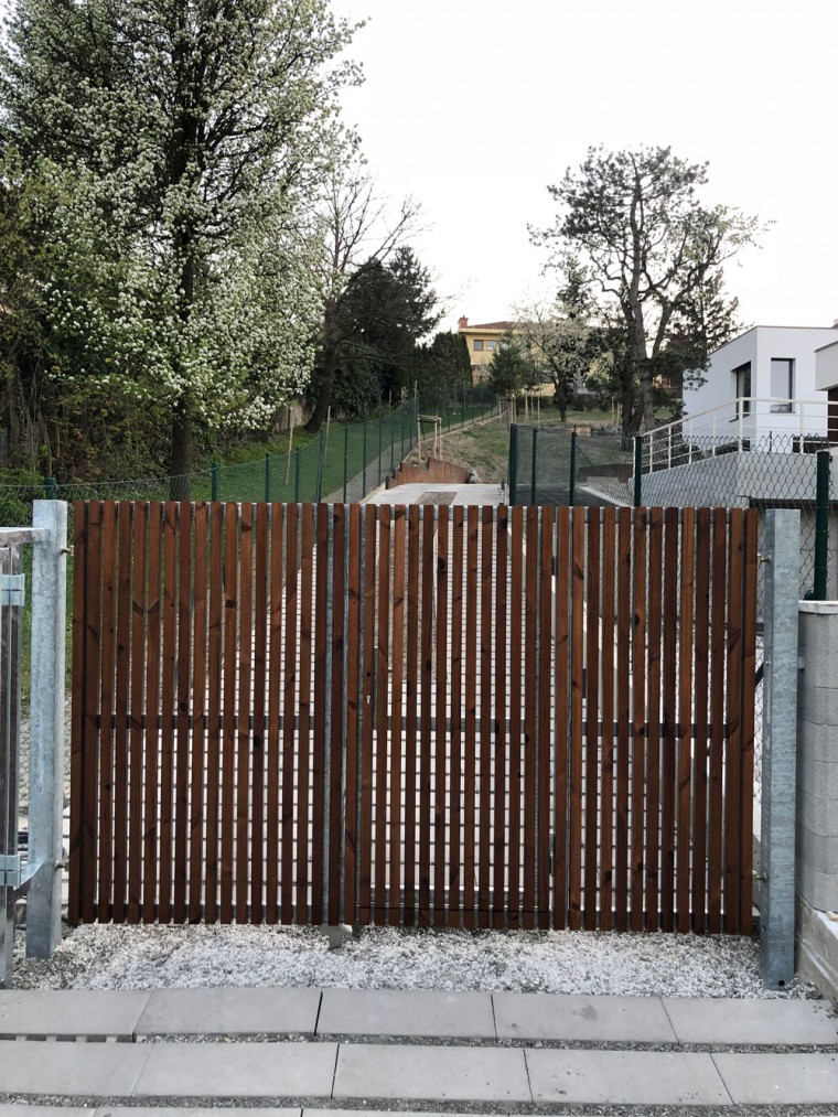 Drevený obklad plotu Thermo Borovica Tichá ulica