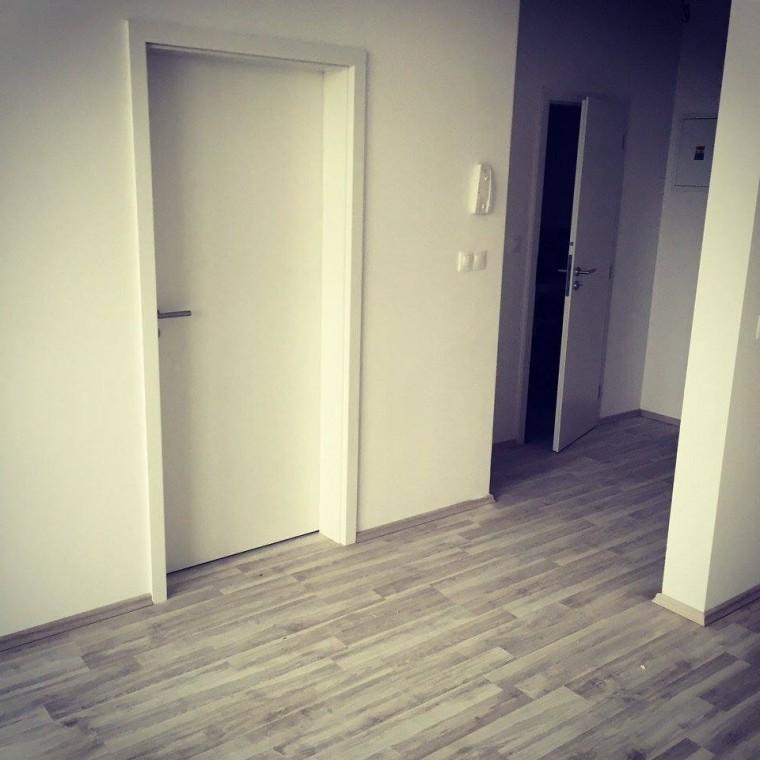 Dvere Pol-Sklone biele podlaha laminátové parkety voľna pokládka na podložku Ahoj Park
